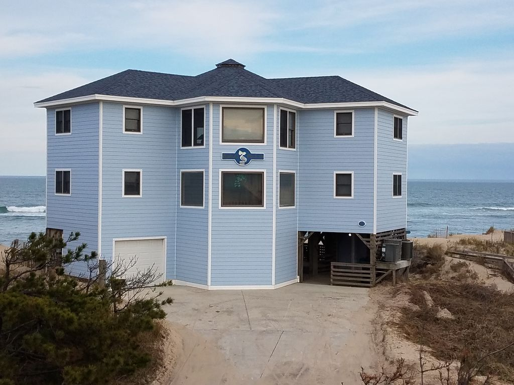Pompous Pelican Outer Banks Beach Front Home